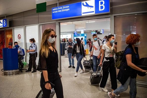 15 Ιουνίου 2020. Επιβάτες πτήσεις από το Παρίσι καταφθάνουν στο αεροδρόμιο Ελευθέριος Βενιζέλος. (Photo...