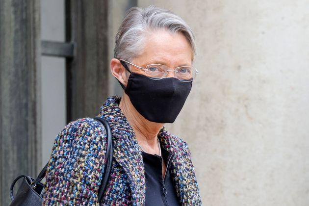 La ministre du Travail Elisabeth Borne a été hospitalisée et placée sous surveillance après avoir contracté...
