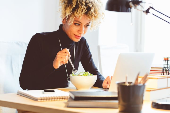 The benefits of eating lunch away from your desk go beyond giving you a much-deserved break.