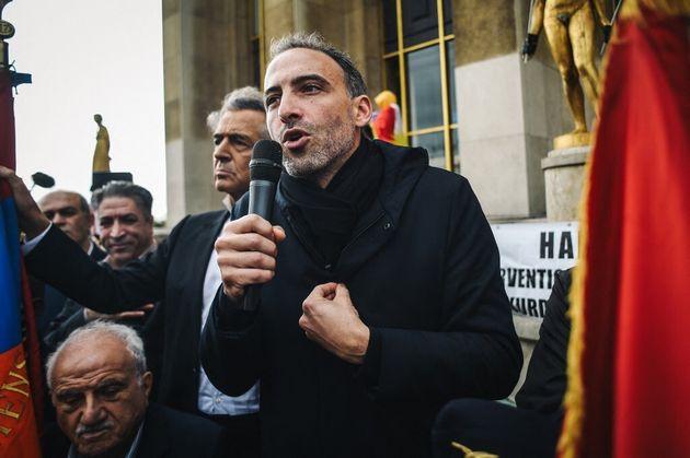 Raphael Glucksmann place des Droits de l'Homme à Paris, le 12 octobre 2019 lors d'une manifestation en...