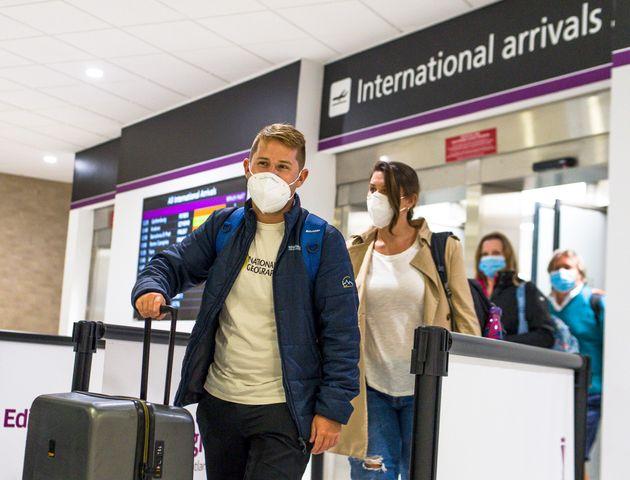 Il Regno Unito si blinda, fino a 5 mila sterline di multa per chi va all'estero