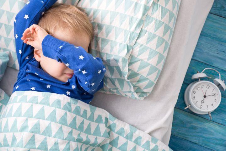 El cambio de hora puede alterar el sueño de bebés y niños durante unos días.
