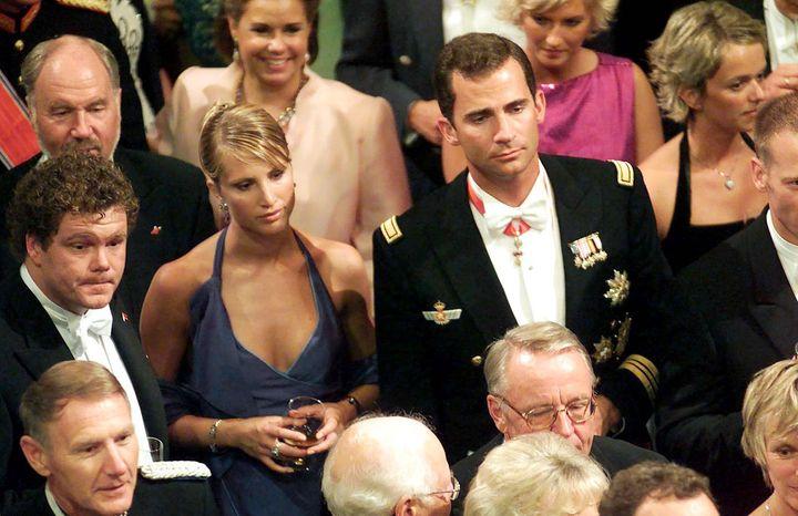 Eva Sannum y el entonces príncipe Felipe en la boda de Haakon de Noruega, celebrada en 2001 en Oslo.