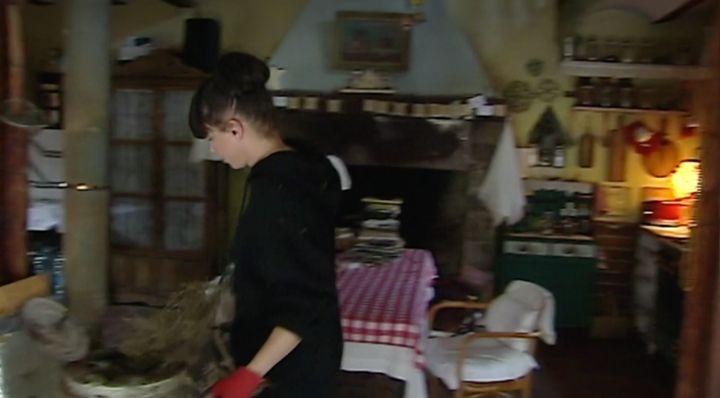 Beatriz Montañez en su casa en el bosque.