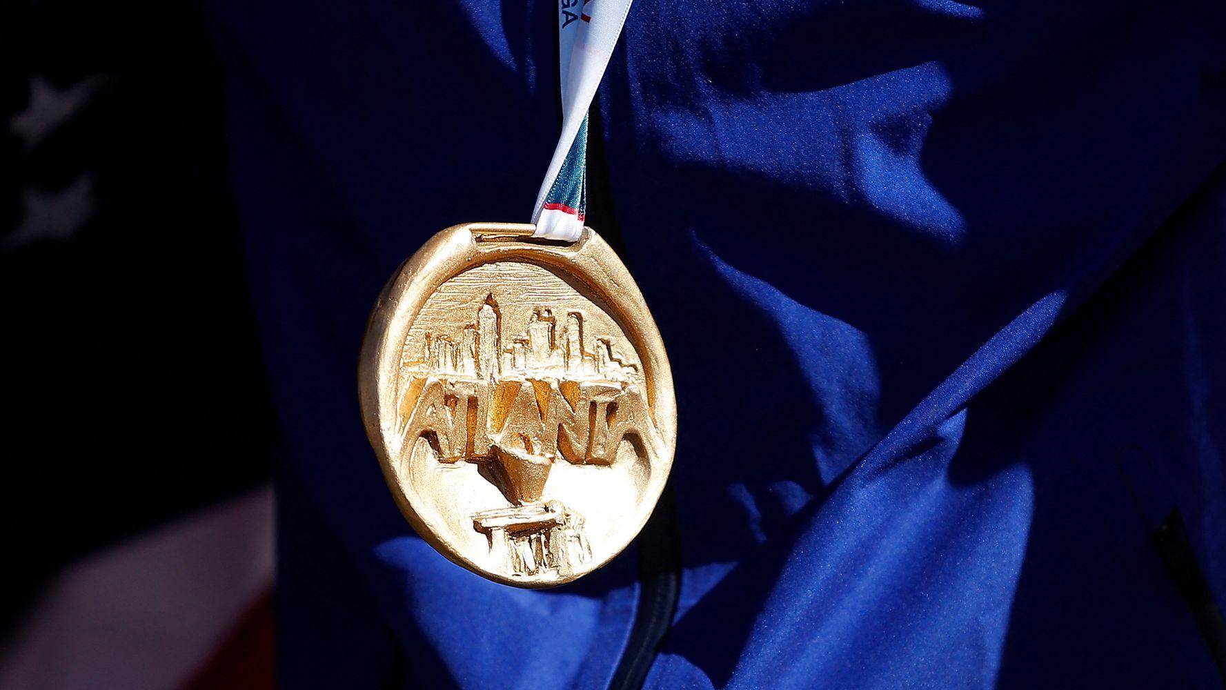 La médaille olympique de Sandra Forgues retrouvée par hasard sur une autoroute
