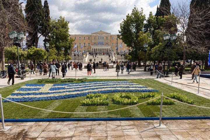 Η πλατεία Συντάγματος γιορτάζει τα 200 χρόνια από την Ελληνική Επανάσταση