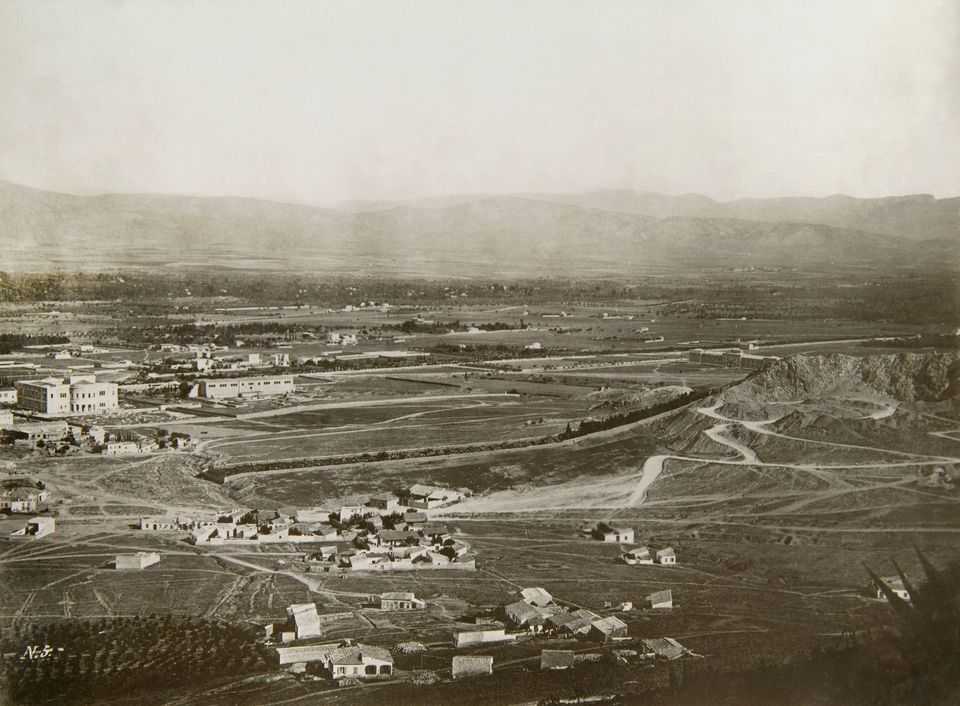 Άποψη της Αθήνας από τον Λυκαβηττό, 1872 1874. Στα αριστερά, επί της οδού Πατησίων, διακρίνονται το Βασιλικό...