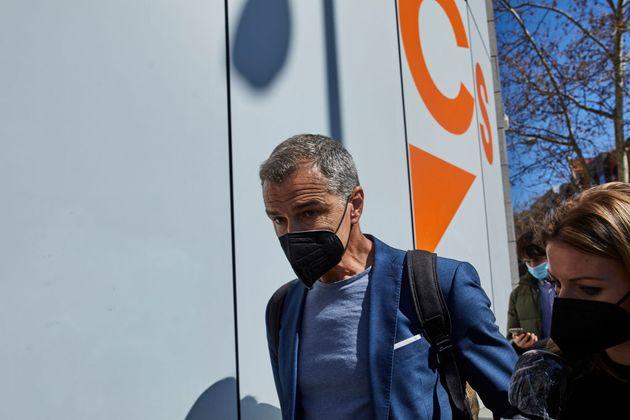 Toni Cantó abandona la sede de Cs el pasado 15 de marzo, cuando anunció que dejaba el partido y la