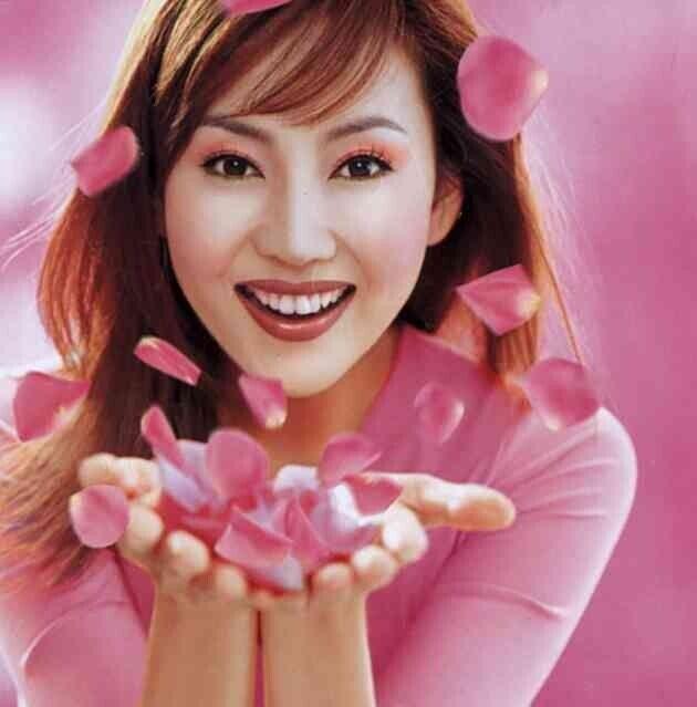 엘지(LG)생활건강 브랜드 라끄베르 모델 김남주. 2001년 3월 광고 이미지로, 당시에는 이렇게 분홍색을 베이스로 한 메이크업이 공주패션과 함께 주기적으로 유행했다. <금발이...