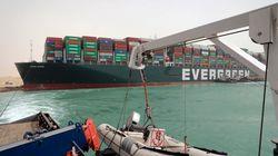 Dégager le porte-conteneur qui bloque le canal de Suez pourrait prendre