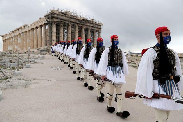 Οι αναρτήσεις στα social media πρεσβειών στην Ελλάδα και αρχηγών κρατών για την 25η