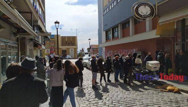 Θεσσαλονίκη: Ουρές και ένταση για τον