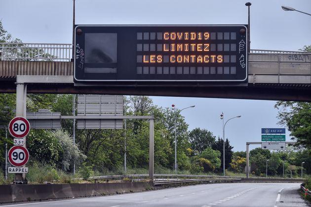 Une autoroute désertée près de Toulouse pendant le premier confinement le 1er mai