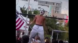 Un antivacunas disfrazado de Joker declara el