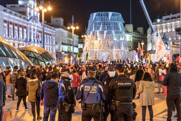Centenares de personas, en la Puerta del
