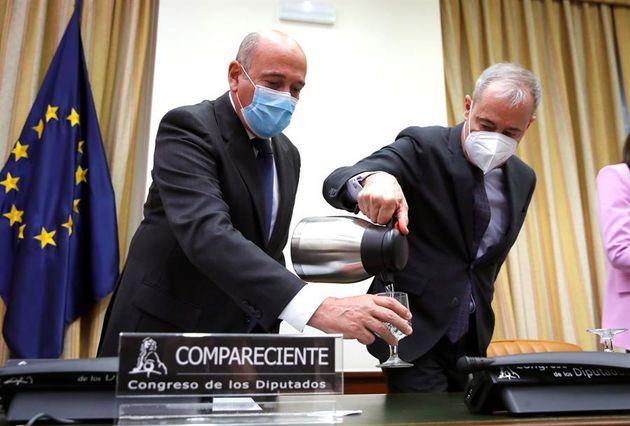 El coronel de la Guardia Civil Diego Pérez de los Cobos, este jueves en la comisión de investigación...