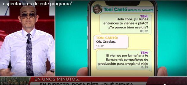 Risto muestra uno de los mensajes con Toni