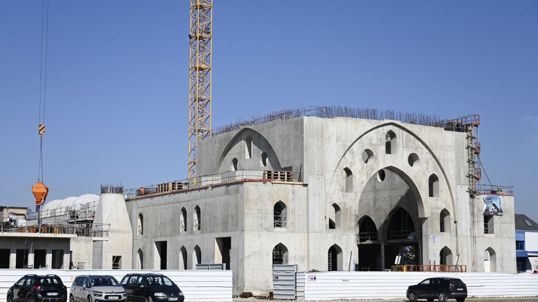 Mosquée de Strasbourg: Macron dénonce des