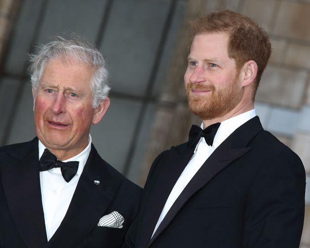 El príncipe Carlos y el príncipe Harry, en