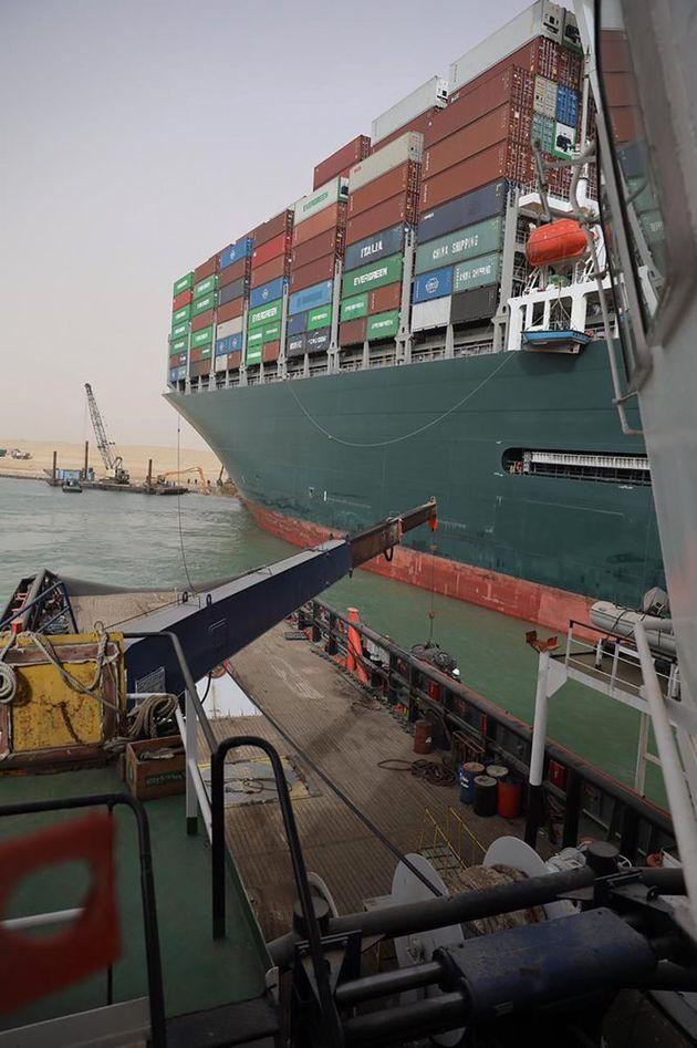 Φορτηγό - πλοίο στην Διώρυγα του