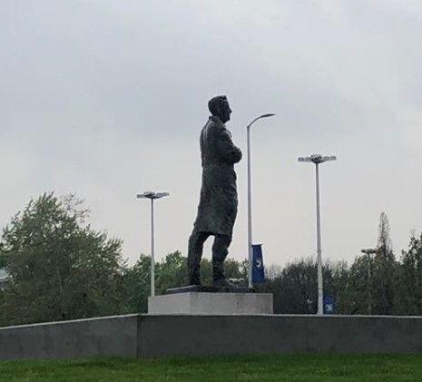 Το άγαλμα του πρώτου προέδρου της Κροατίας, Τούτζμαν, λίγο πριν το τέλος της Χόλιεβατς
