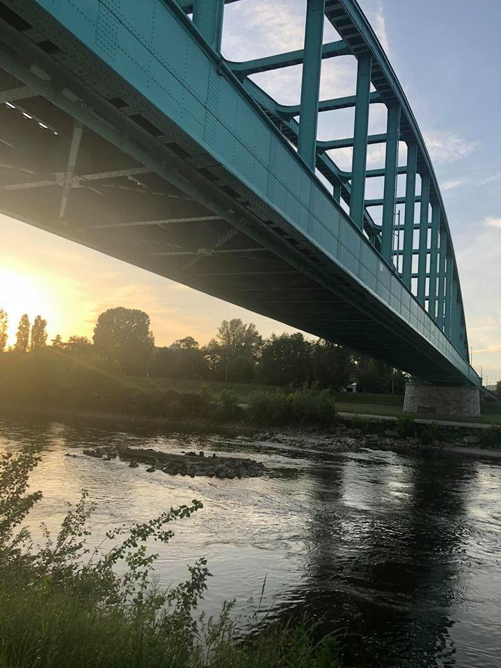 Η ομορφότερη γέφυρα του Σάβου είναι σιδηροδρομική, γνωστή και ως Τζίμι Χέντριξ από κάποια graffiti με το όνομα του καλλιτέχνη που εμφανίζονταν κατά καιρούς