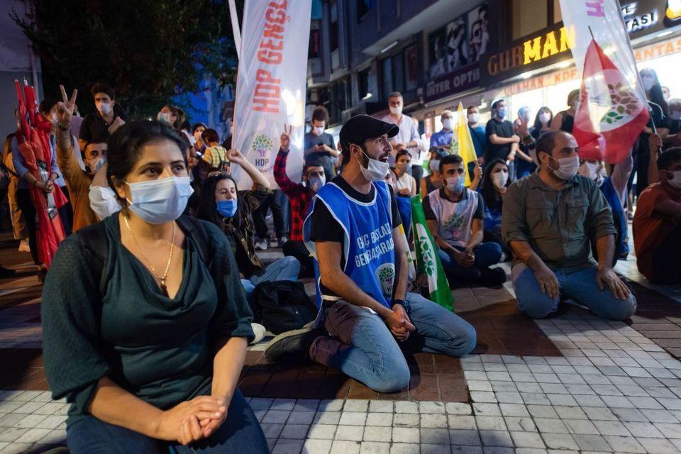 Protesta del partito filo-curdo