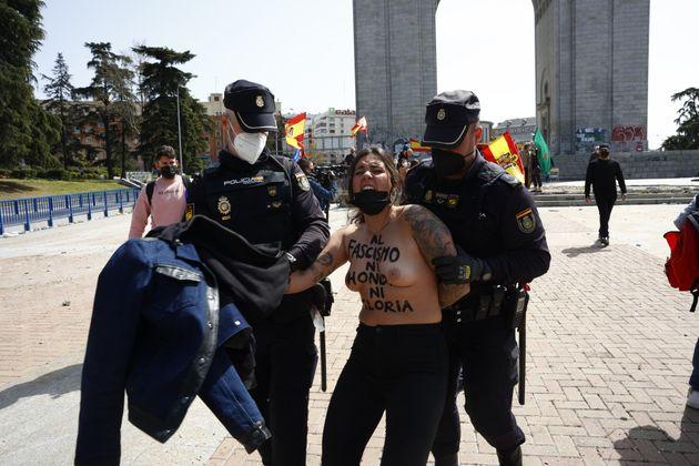 Femen trata de boicotear un acto franquista en