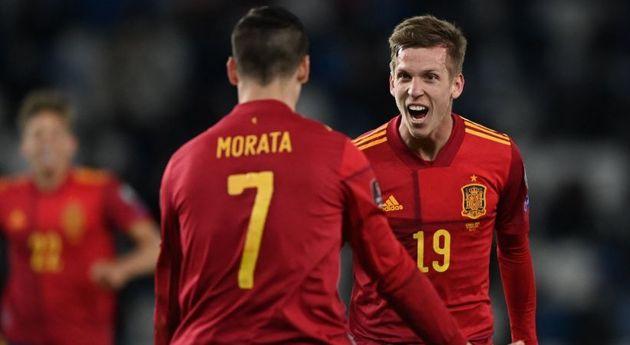 Dani Olmo y Morata celebran el gol ante