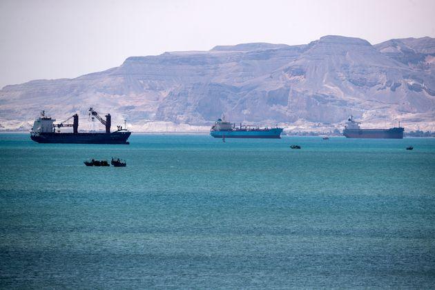 Διώρυγα Σουέζ: Πετρέλαιο και έπιπλα ΙΚΕΑ έως πρόβατα και τσάι μεταφέρουν τα πλοία που
