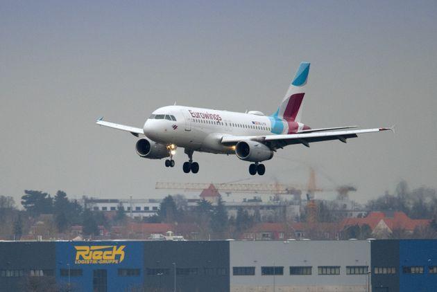 Un avión de Eurowings, despegando desde el aeropuerto de