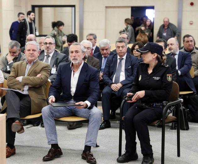 Francisco Correa, en el centro, durante el juicio de la trama Gürtel, en