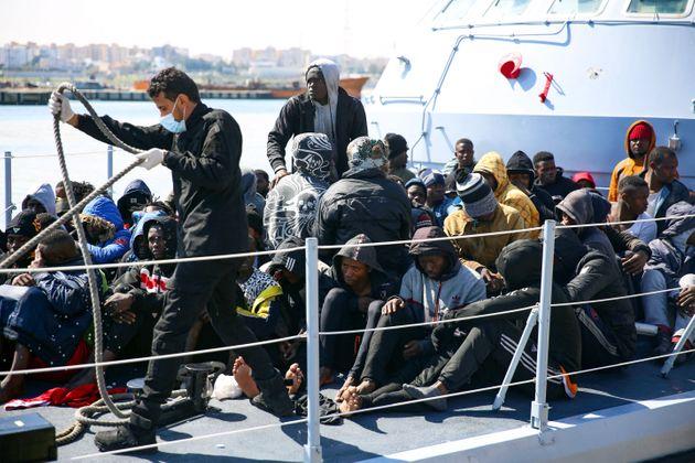 Migranti recuperati dalla Guardia costiera