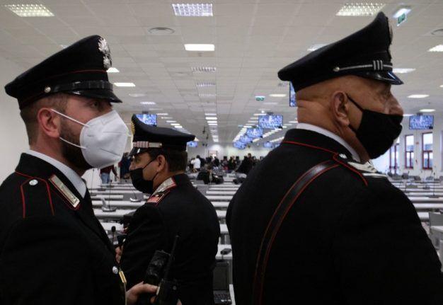 Αστυνομικοί σε δίκη της μαφίας