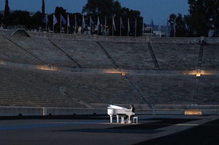 Στιγμιότυπο από την τελετή φωταγώγησης του Παναθηναϊκού σταδίου