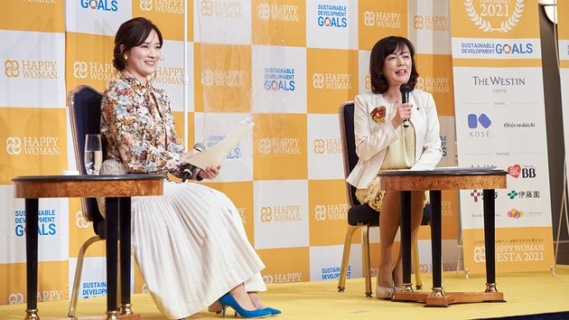 (写真左から)モデレーターをつとめた大木亜希子さん、株式会社ツムラ