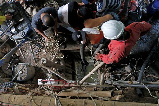 Κολομβία: Εγκλωβισμένοι σε βάθος 17μ. σε παράνομο χρυσωρυχείο 11