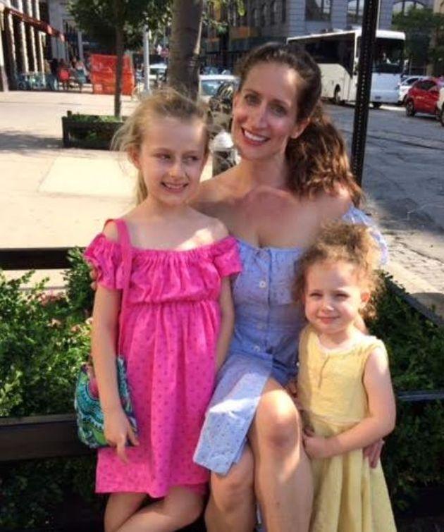 L'autrice avec ses filles à Brooklyn, en