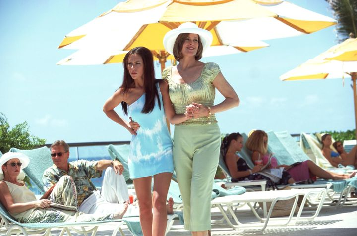"""Sigourney Weaver and Jennifer Love Hewitt act in a scene from """"Heartbreakers."""""""