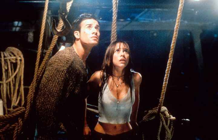 """Freddie Prinze Jr and Jennifer Love Hewitt looking up in fear in a scene from the film """"I Still Know What You Did Last Summer"""