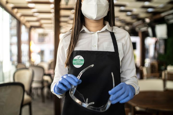 Make sure restaurant staff are wearing masks when you're dining.