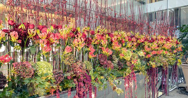 フラワーライフ振興協議会のインスタレーション「Marunouchi Flower