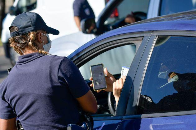 Un contrôle de police à, Saint-Denis-de-la-Réunion