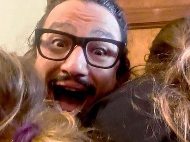 Alessandro Borghese abbraccia le figlie nelle storie