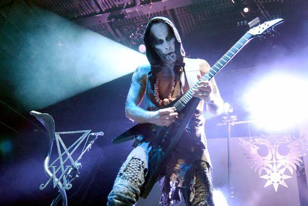 Le chanteur et guitariste Adam