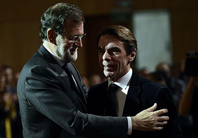 Rajoy abraza a