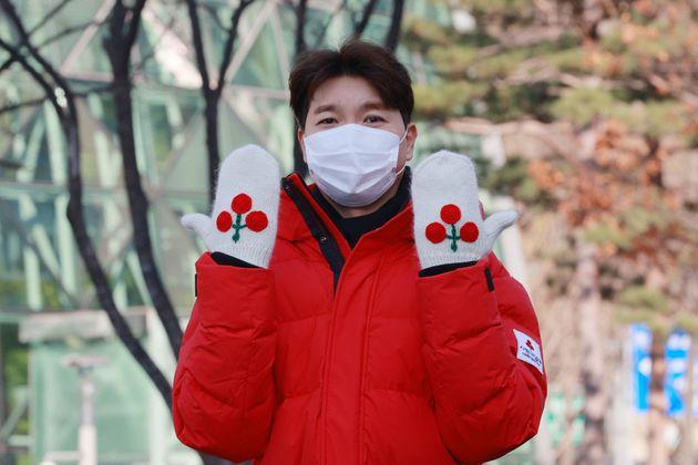 사랑의열매 홍보대사 방송인 박수홍이 1일 오후 서울시청 광장에서 열린 '사랑의열매, 희망2021나눔캠페인 출범식'에 참석해 기념촬영을 하고