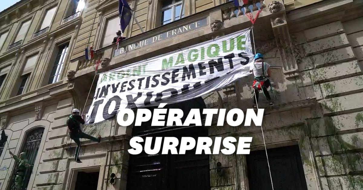 Extinction Rebellion souille la façade de la banque de France pour faire passer un message