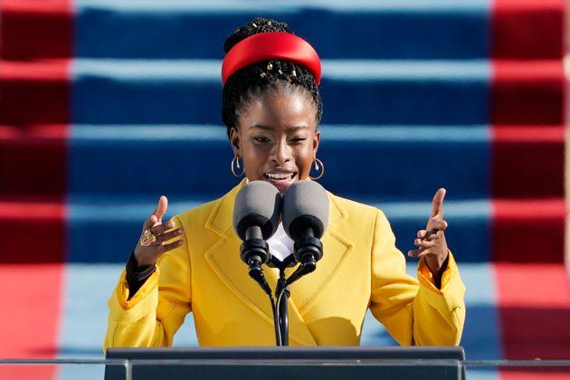 La poétesse Amanda Gorman récitant un poème lors de investiture de Joe Biden, le...