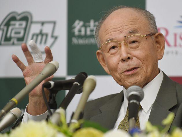 ノーベル物理学賞の授賞決定を受けて名城大学で記者会見する赤崎勇さん(2014年10月10日)